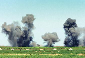 图文:中俄空中力量对敌阵地进行精确轰炸