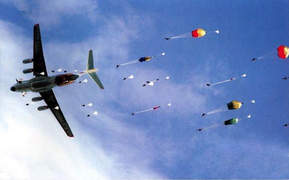 图文:中国正在加强空降兵作战能力