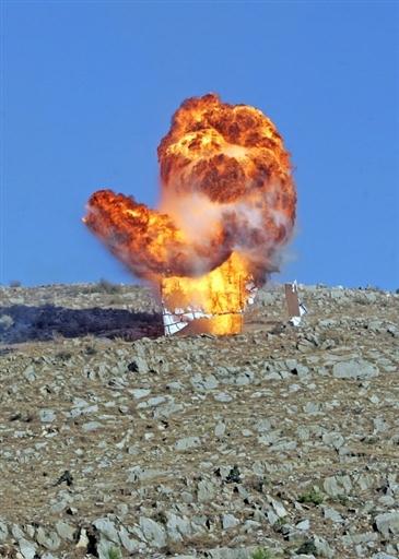 图文:以准确火力摧毁恐怖分子藏身地