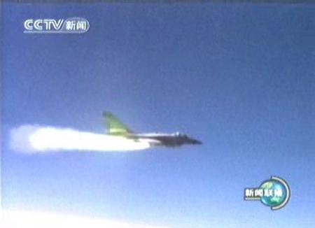 图文:空空导弹将射出