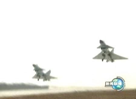 图文:歼十双机起