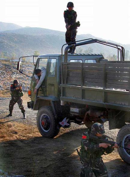 中国特种兵在中巴联合军演中学习交流反恐战法