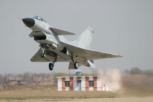 图文:歼-10战机起飞标准照