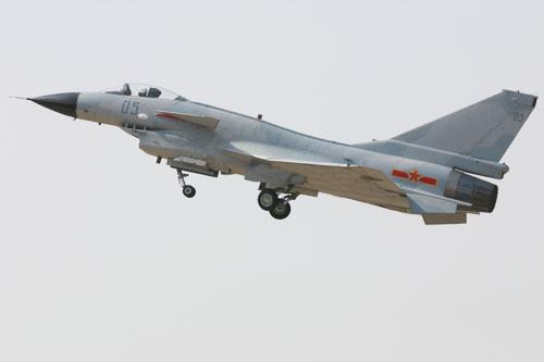 图文:歼-10战机起飞中标准照