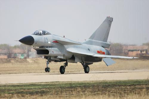 图文:歼-10降落标准照