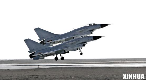 图文:中国空军歼10战机双机编队起飞