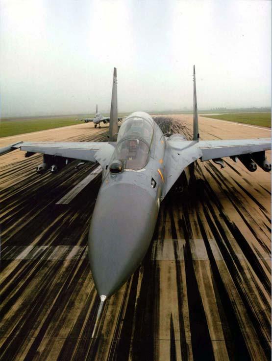 图文:中国空军列装的苏30MKK战斗轰炸机
