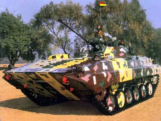 图文:印度陆军装备的BMP-2型步兵战车