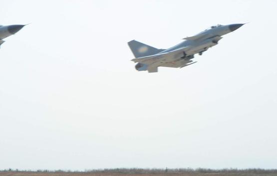 图文:中国空军歼10部队双机起飞