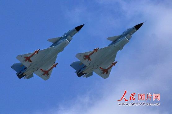 图文:歼-10战机空中编队