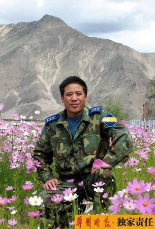 鲜花永远为英雄盛开(图)
