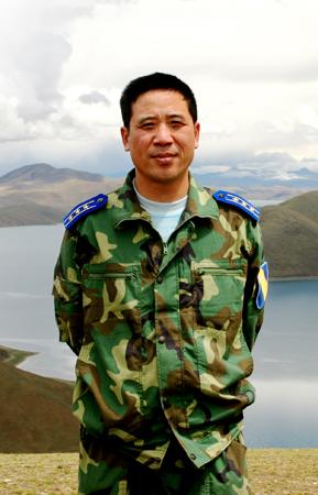 图文:空军中校李剑英烈士生前军装照
