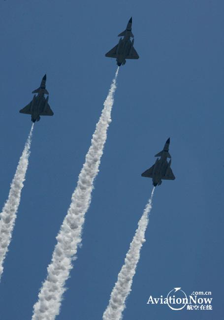 图文:中国空军歼10战机已正式亮相