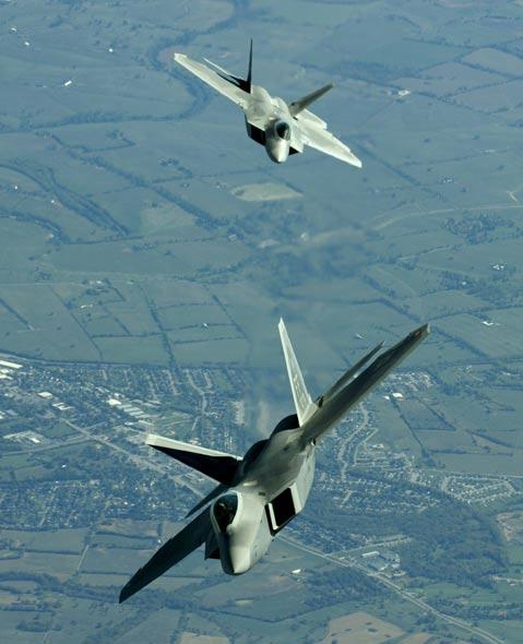 图文:美国F-22是典型的第四代战斗机