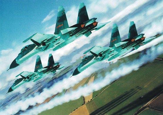图文:中国空军列装的歼11型战机群