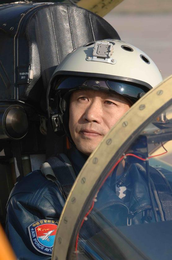 图文:王牌试飞员李中华