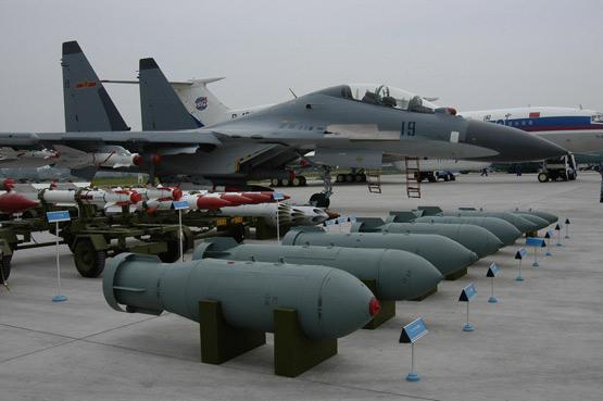 图文:中国空军苏30MKK机载武器地面展示