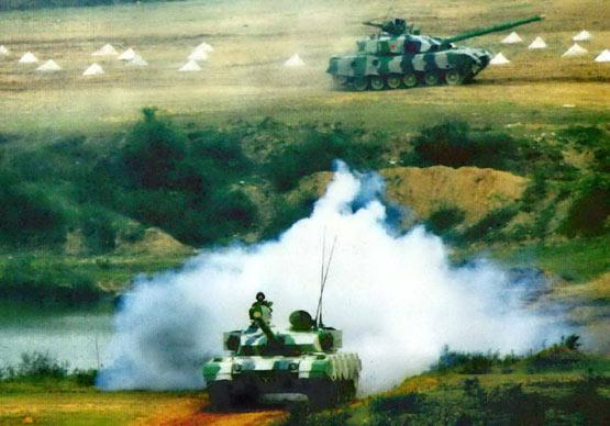 图文:中国陆军96改型主战坦克进攻演练