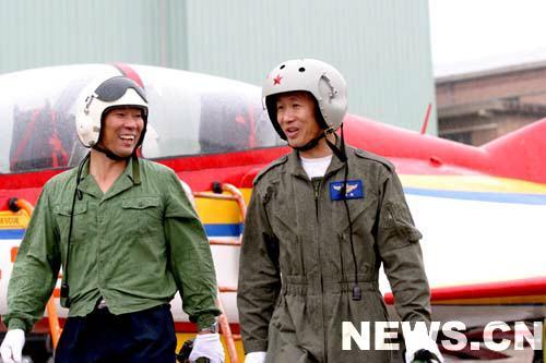 李中华最喜欢飞新飞机和新科目(图)
