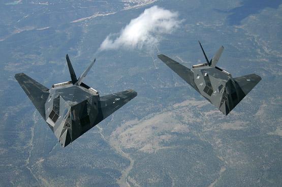 图文:F-117A-双机空中飞行