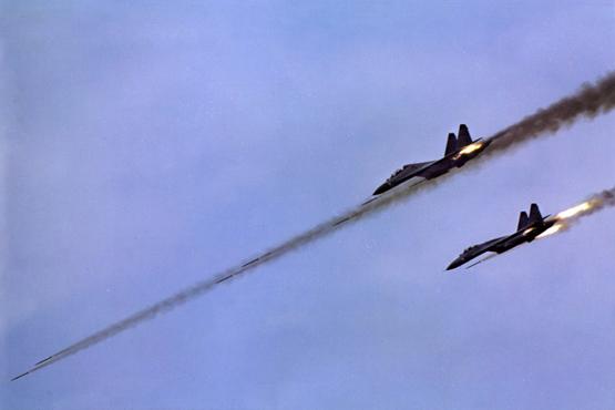 图文:中国空军苏-27双机编队对地攻击