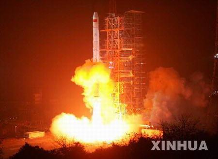 中国成功发射第四颗北斗导航试验卫星(组图)