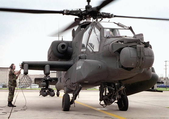 图文:ah-64a阿帕奇攻击直升机静态展示