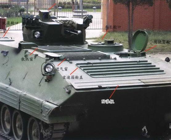 图文:新型外贸履带式装甲车上部布局特写