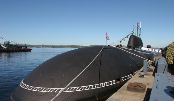 图文:俄海军猎豹级核攻击潜艇停泊码头