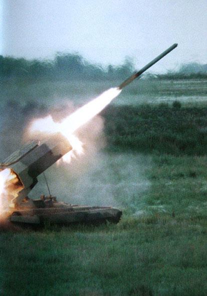 图文:俄陆军扫雷火箭弹发射