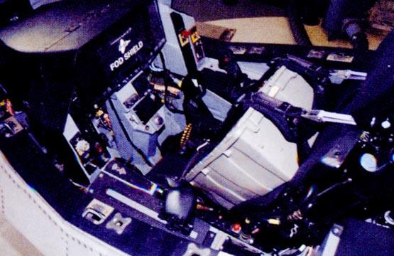图文:俯视F-35战机先进座舱