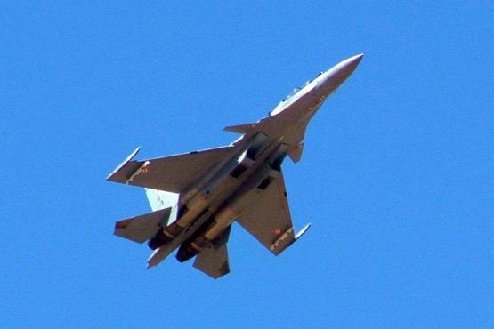 图文:印度空军苏-30MKI多用途战机低空掠过