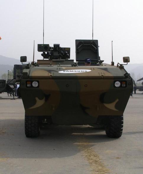 韩国三星公司推出新型多功能轮式装甲车(组图)