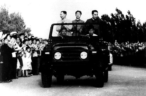 图文:周恩来总理接见基地干部战士