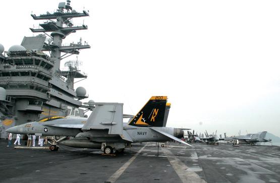中国记者零距离接触美国海军里根号核动力航母