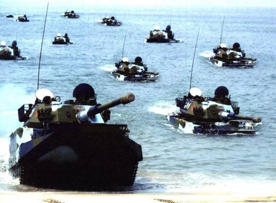 图文:中国陆军63A型两栖坦克海上编队