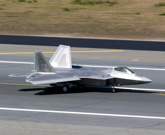 美军F-16战机在红旗空演中首次击落F-22A(图)