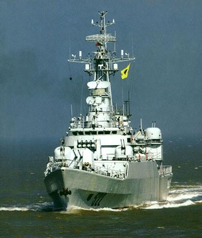 图文:中国海军连云港号导弹护卫舰