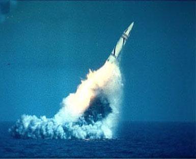 图文:巨浪2型潜射弹道导弹发射