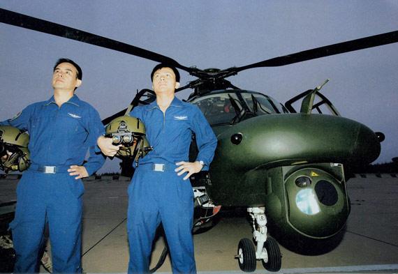 中国陆航批量列装夜视仪进行大机群夜战训练