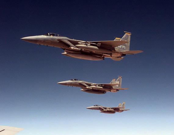 图文:美国空军f-15c鹰式战机编队