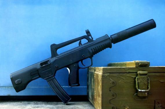 中国推出05式微声冲锋枪配4排50发大容量弹匣
