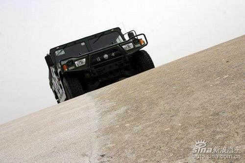 零距离体验国产东风猛士高机动性军用越野车