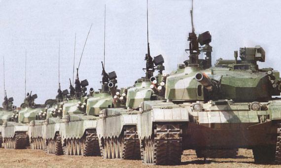 解放军 队形/解放军新型主战坦克编队呈战斗队形前进