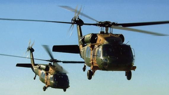 图文:从美国引进的S-70C型黑鹰运输直升机