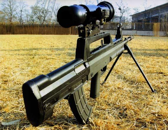 图文:加装白光瞄准镜的5.8毫米班用机枪