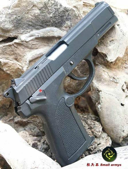 国产92式手枪设三重保险机构(图)