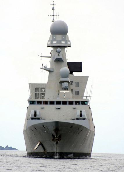 武器纵横:英国45级战舰PK法意地平线级(组图)