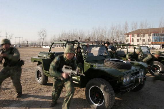 图文:解放军空降兵摩步团训练
