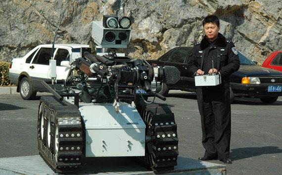 图文:中国特警装备的作战机器人